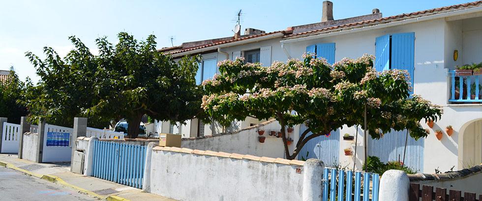 Saintes-Maries-de-la-Mer Häuser Fensterläden Camargue