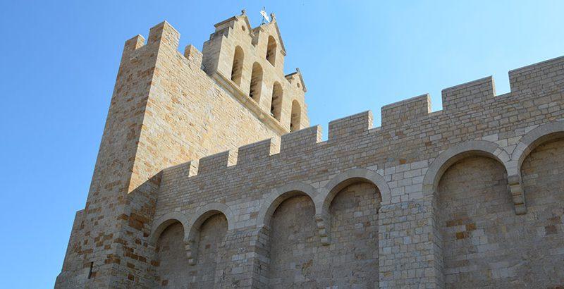 Wehrkirche-Aussenansicht-Saintes-Maries-de-la-Mer-Camargue
