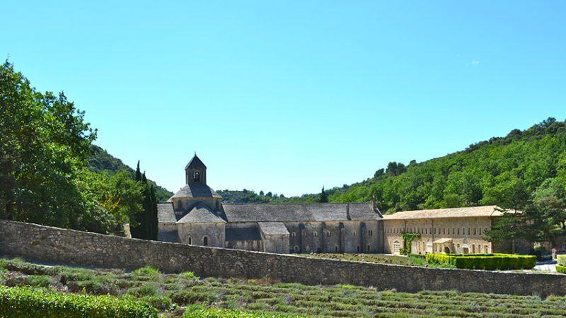 Abbaye-Notre-Dame-de-Senanque-provence