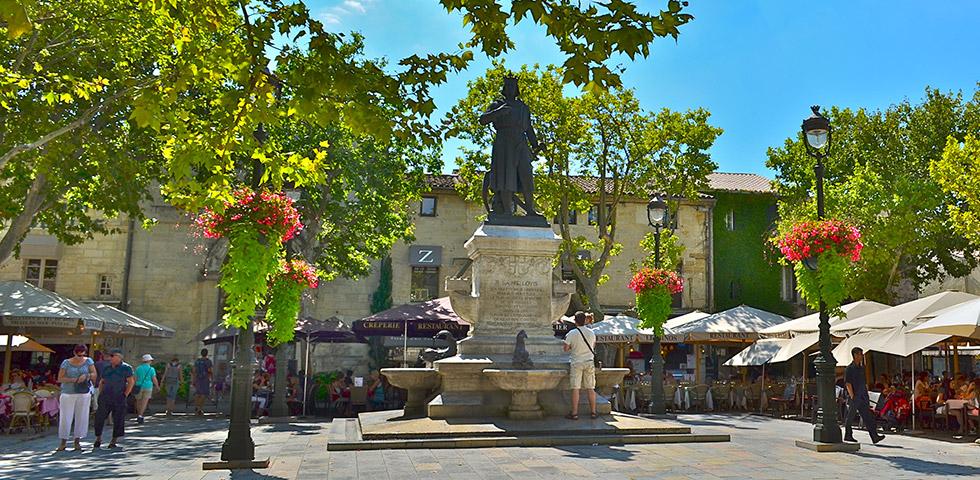 Aigues Mortes Place Saint-Louis Camargue