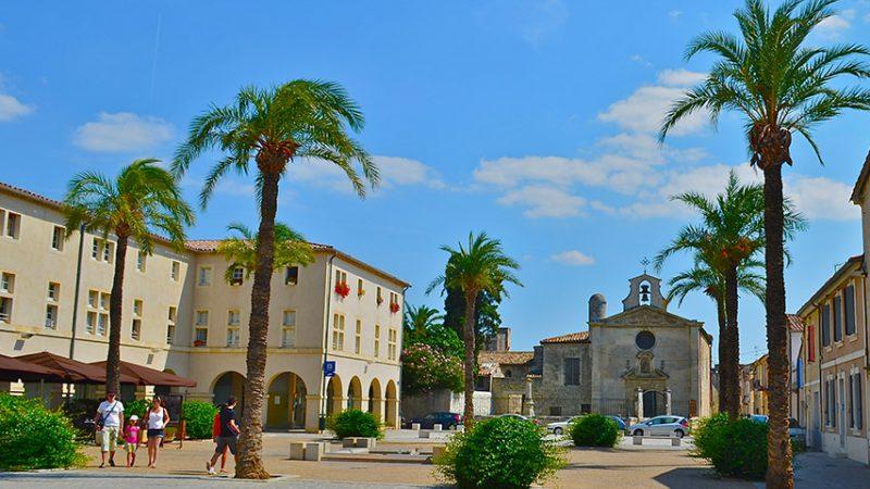 Aigues-Mortes-place-saint-louis-camargue-provence