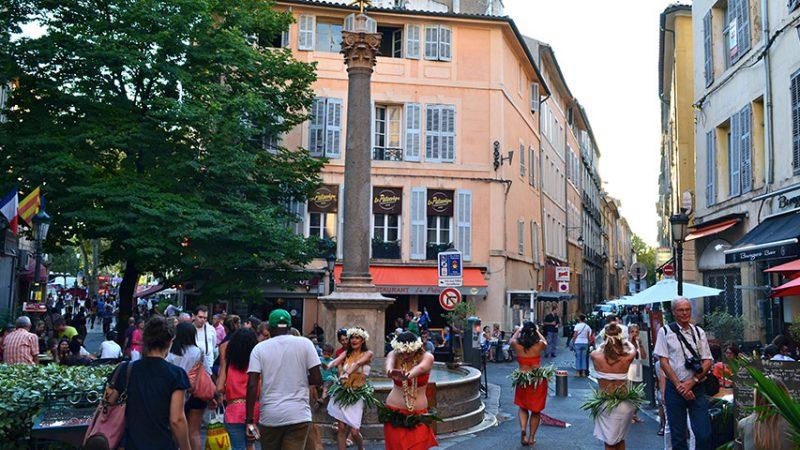 aix-en-provence-altstadt-brunnen-straßenfest