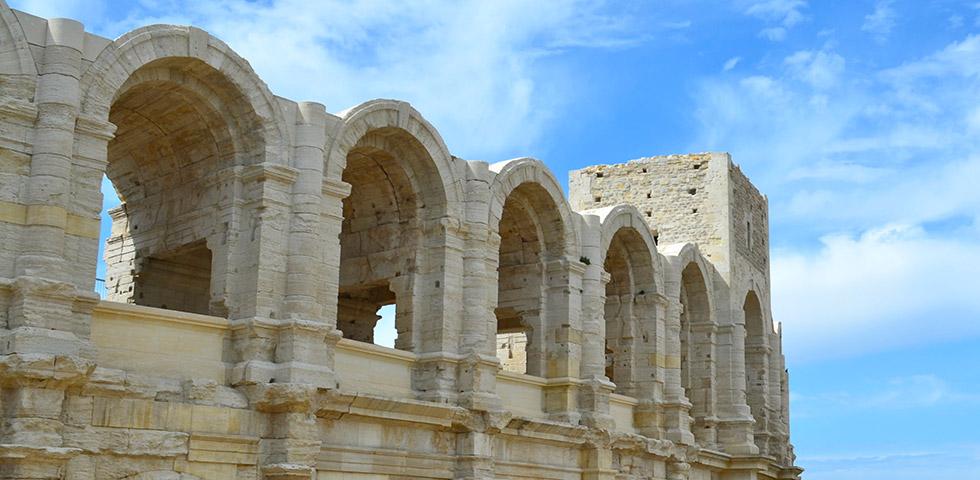 arles-arena-seitenansicht-provence