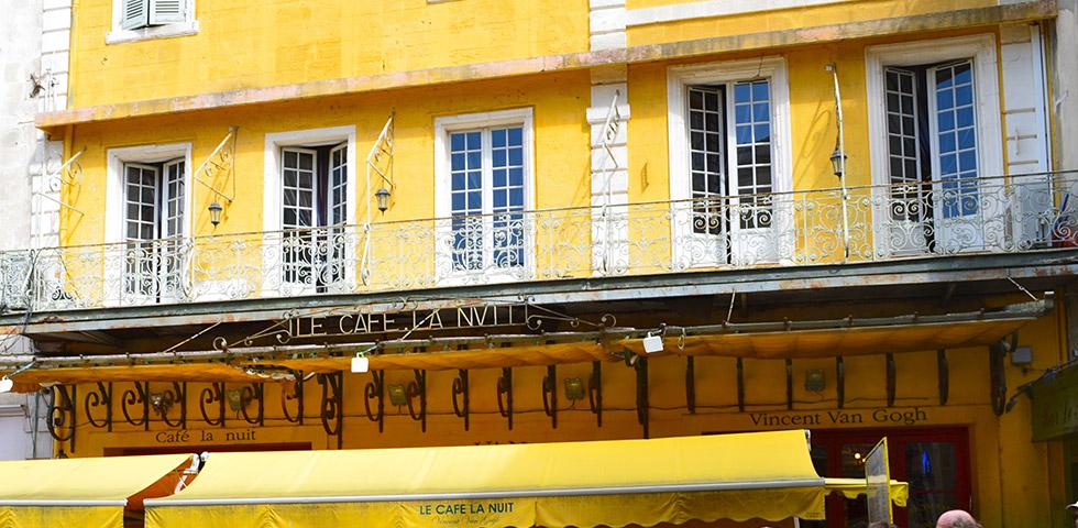 arles-cafe-la-nuit-van-gogh-provence