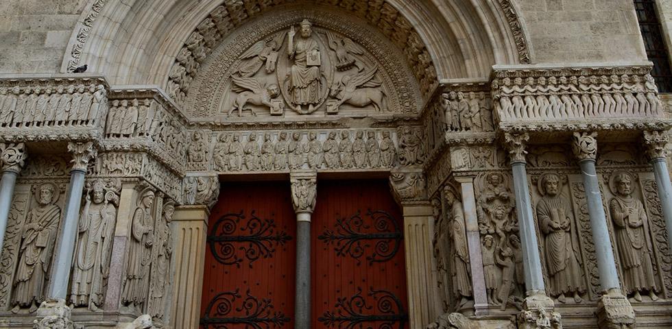 arles-saint-trophime-provence