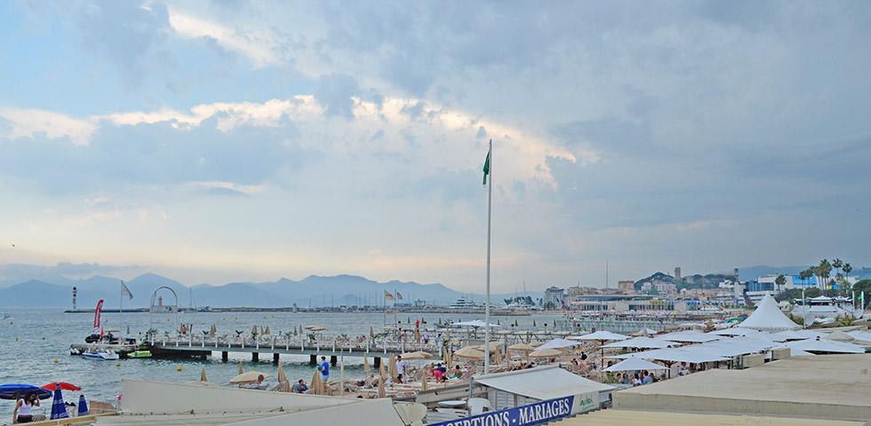 Promenade mit Strand von Cannes