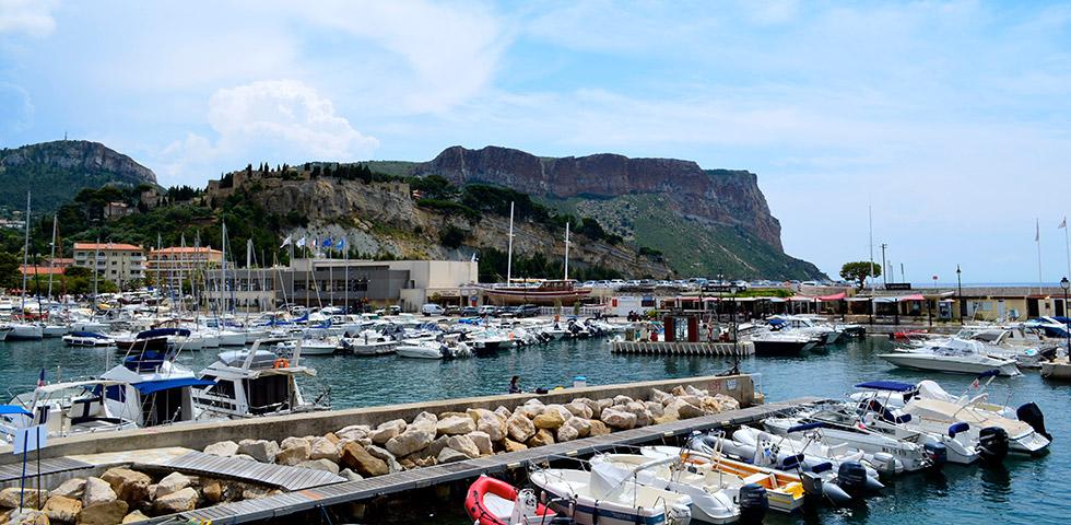 cassis-hafen-klippen-cote-d-azur-provence-alpes-maritimes