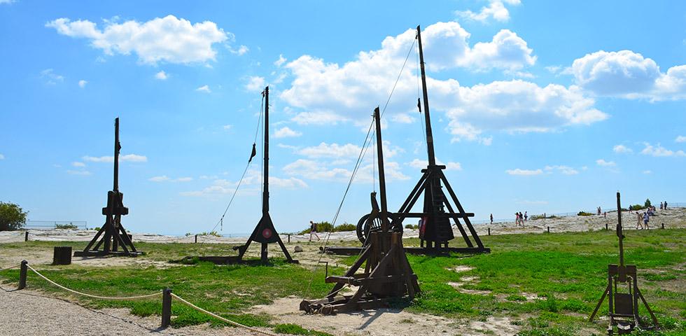 Mittelalter Katapulte nachgebaut in Les Beaux-de-Provence