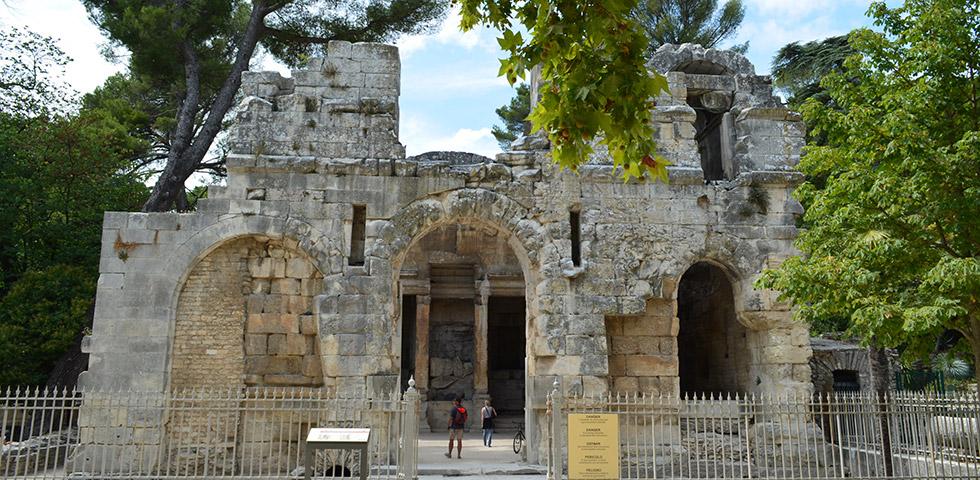 Tempel Diane in Nimes im Jardin de la Fontaine