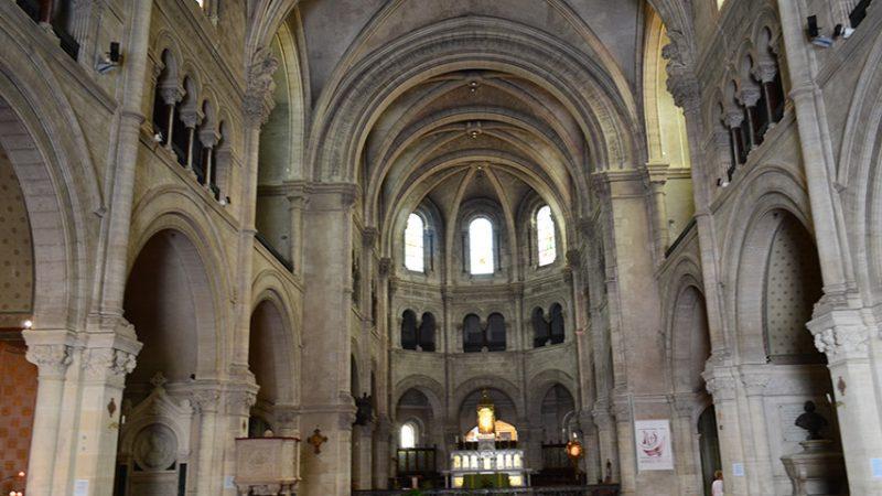 nimes-kirche-provence-reisen