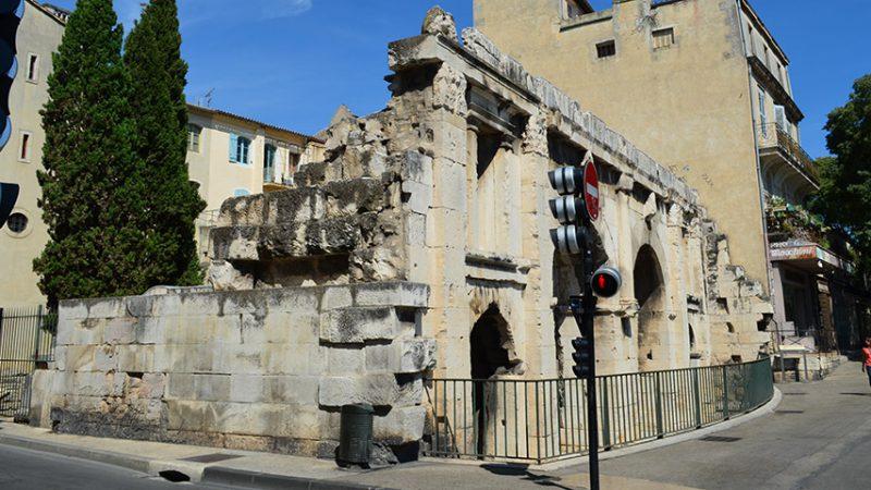 nimes-stadtor-roemisch-provence