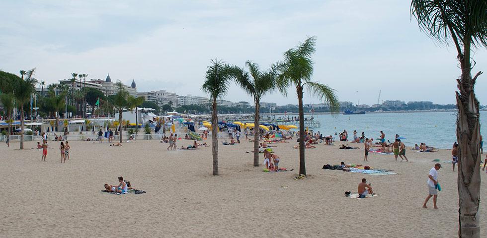 Cannes-Boulevard-Croisette-Plage