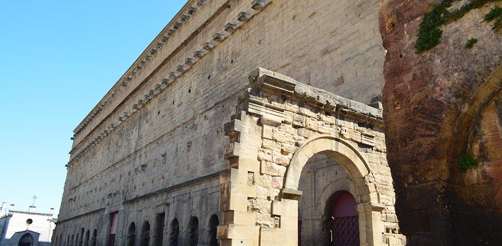 Mauer vom römischen Theater in Orange