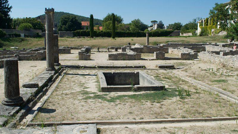 vaison-la-romaine-stadt-provence