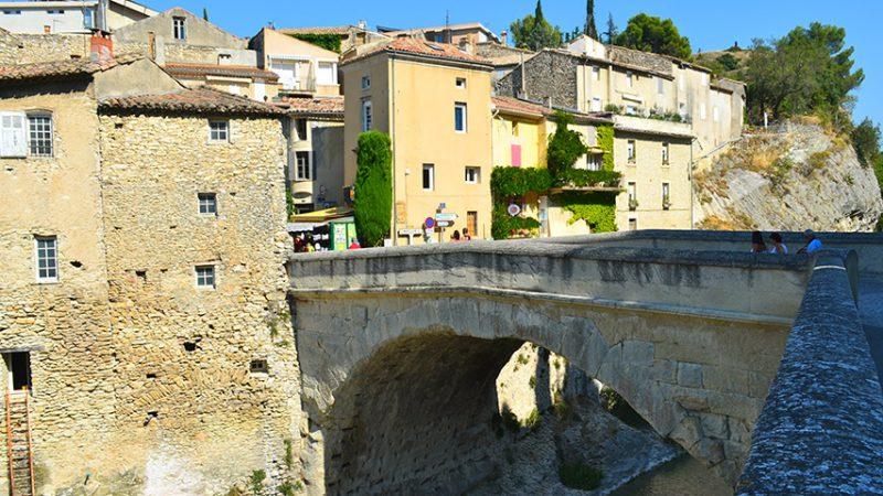 römische-brücke-in-vaison-la-romaine-provence