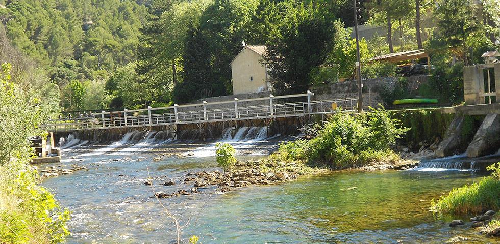 Fleuve Sorgue in Fontaine-de-Vaucluse