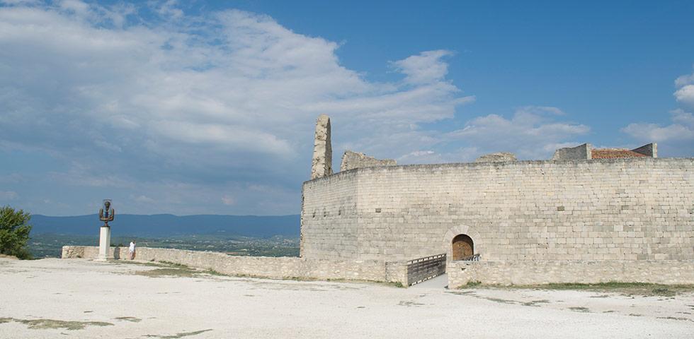 Chateau Schloss von Marquis du Sade in Lacoste