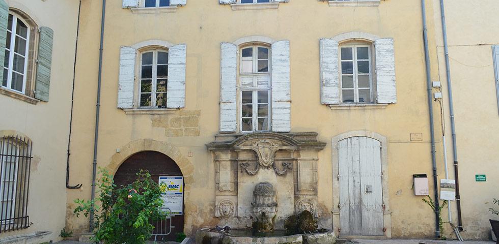 Brunnen Lourmarin in der Provence